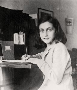 http://www.annefrank.org/ImageVault/Images/id_9295/height_2631/width_720/conversionFormatType_Jpeg/compressionQuality_80/scope_0/ImageVaultHandler.aspx