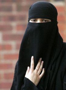 http://scm-l3.technorati.com/10/08/24/16829/burka.jpg